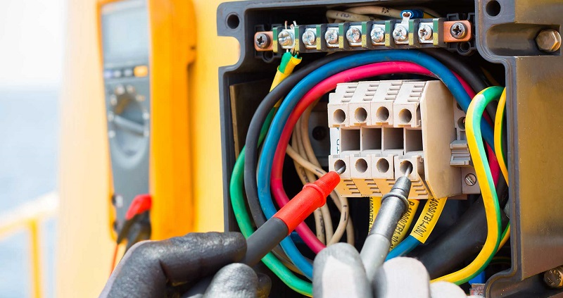 electrician testing cables in Nottingham