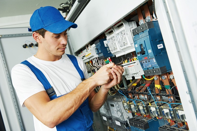electrical testing for a commercial building in Hucknall